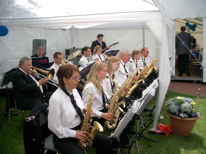 Bigband der Feuwerwehr Norderstedt bei einem Sommerfest